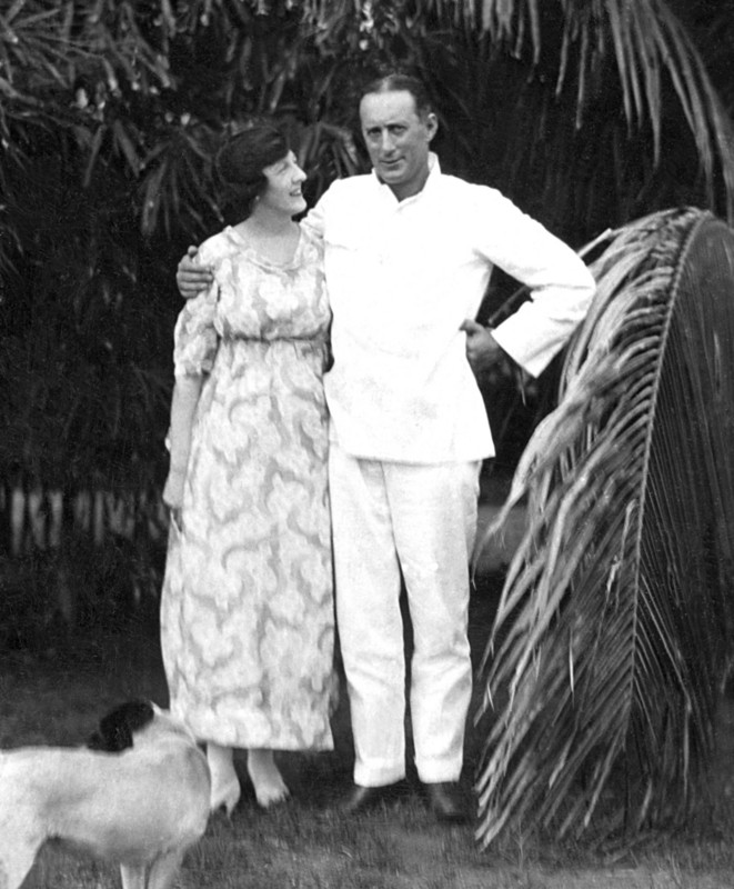 Kate and Ancell Gregory in the garden, 1921